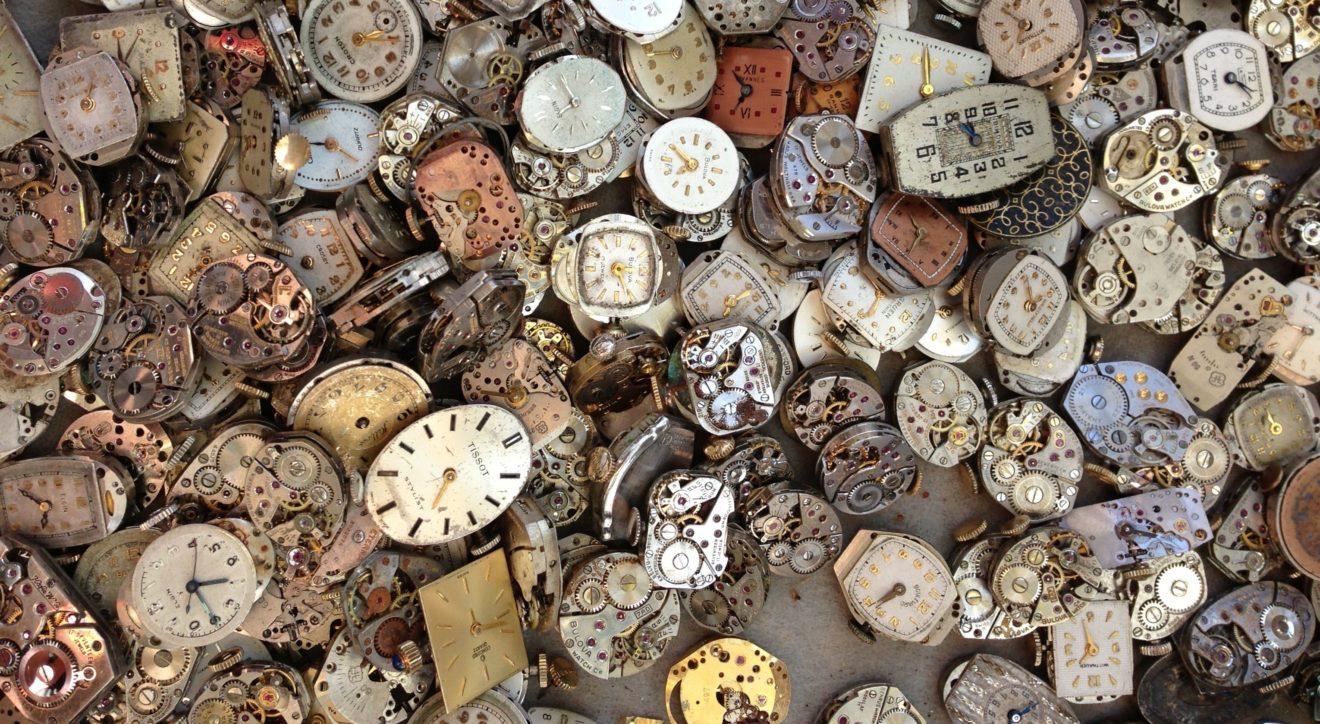 Horloges kapot - heather-zabriskie-yBzrPGLjMQw-unsplash kopie